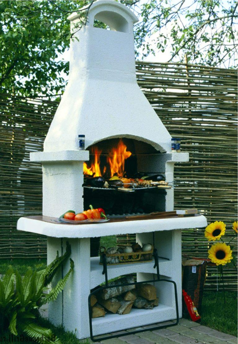 Мангал и барбекю в саду