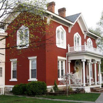 Фасад красного цвета — колоритное решение для частного дома