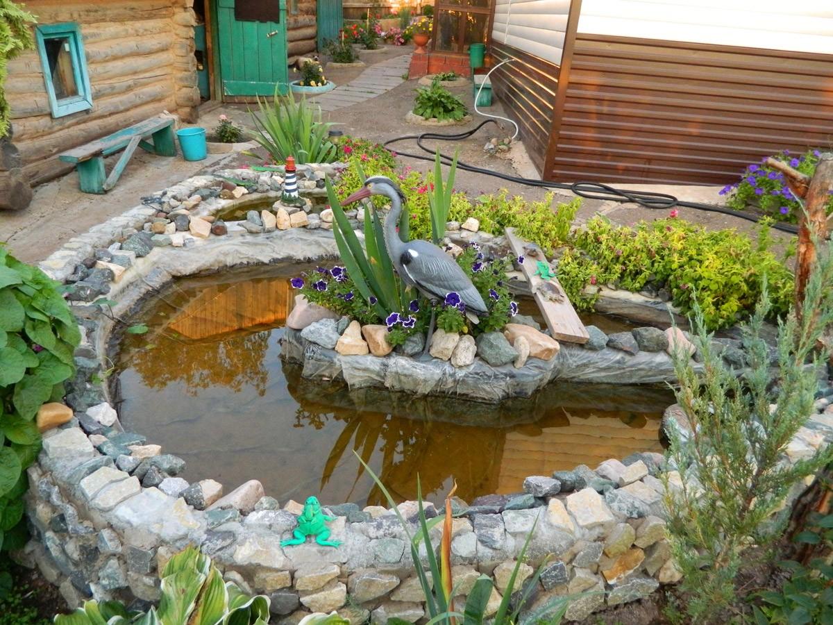 Обустройство частного двора водоемами