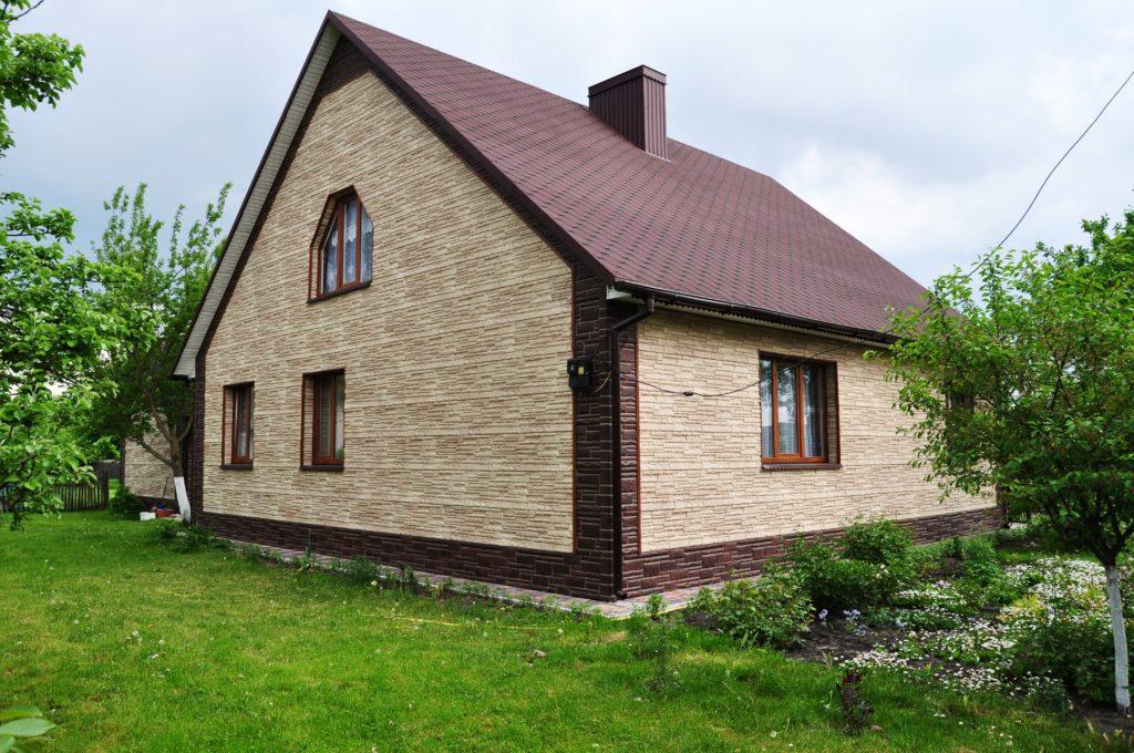 Обшить дом цокольным сайдингом