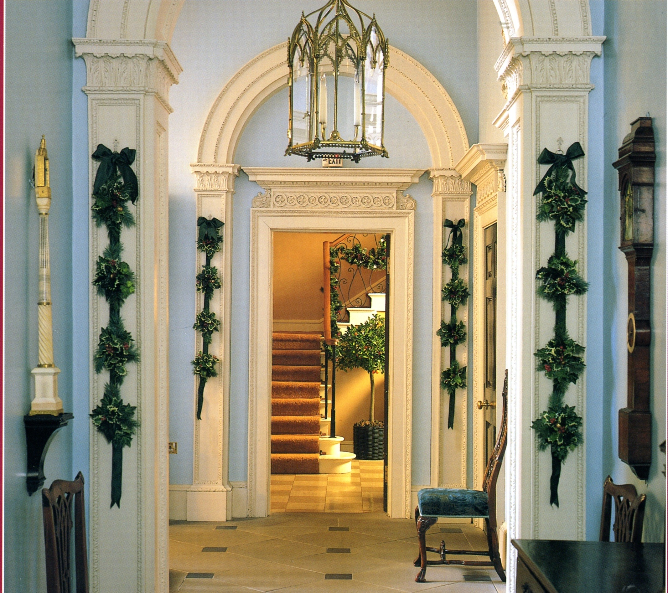 foyer-blue-white-trim-greenery-holiday-christmas-decorating-traditional-interior-design-fairfax-house-in-york