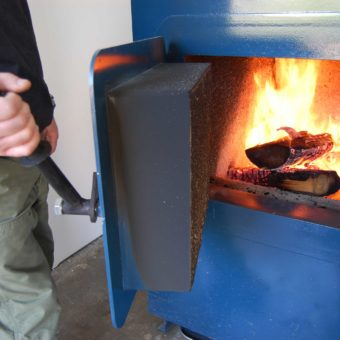 Как правильно топить твёрдотопливный котёл дровами: инструкция, описание, 30 фото, видео