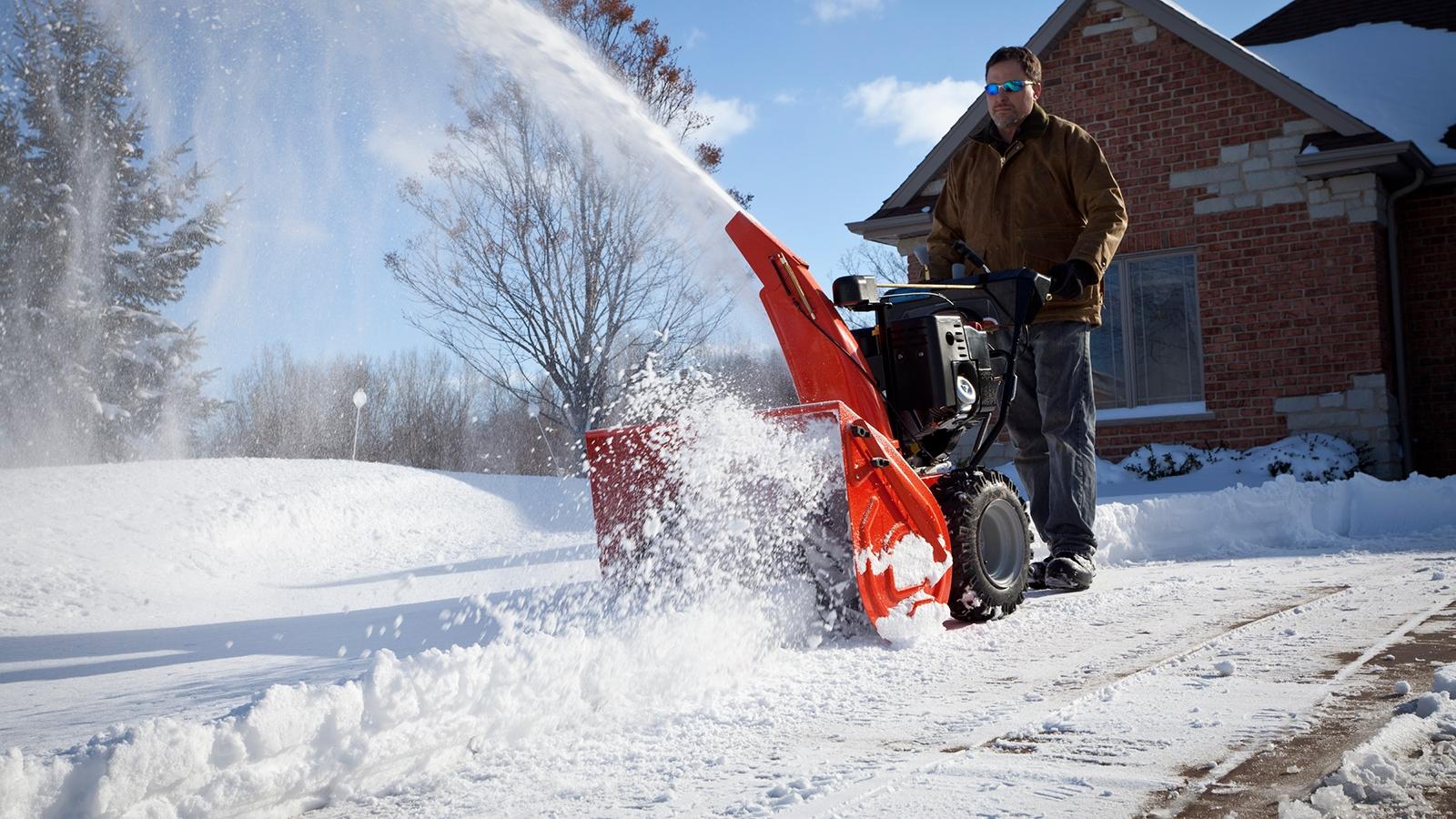 Как убрать снег в частном доме — наглядное пособие с фото и видео