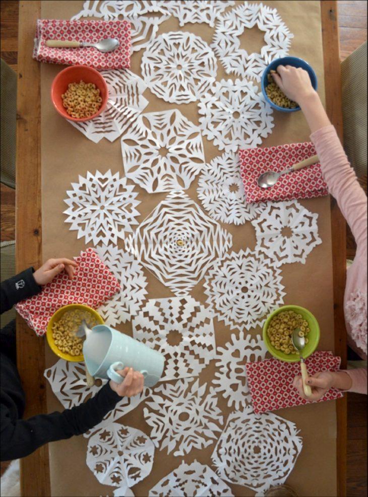 украшение интерьера снежинки из бумаги