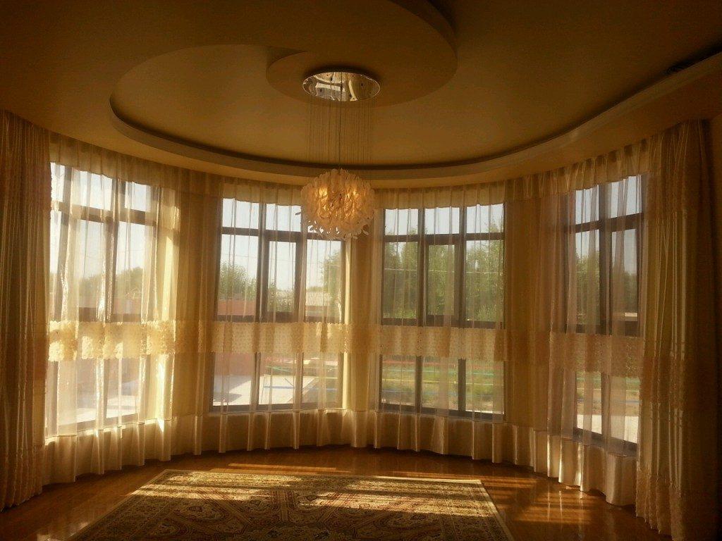 потолочные карнизы фото со шторами