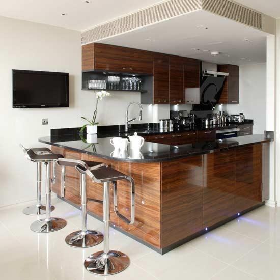 дизайн угловой кухни с холодильником