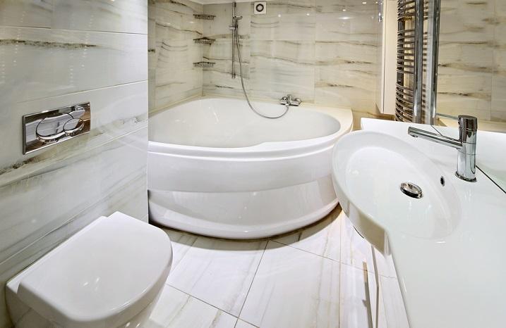угловая ванная маленького размера