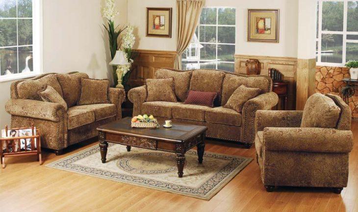 интерьер комнаты с диваном