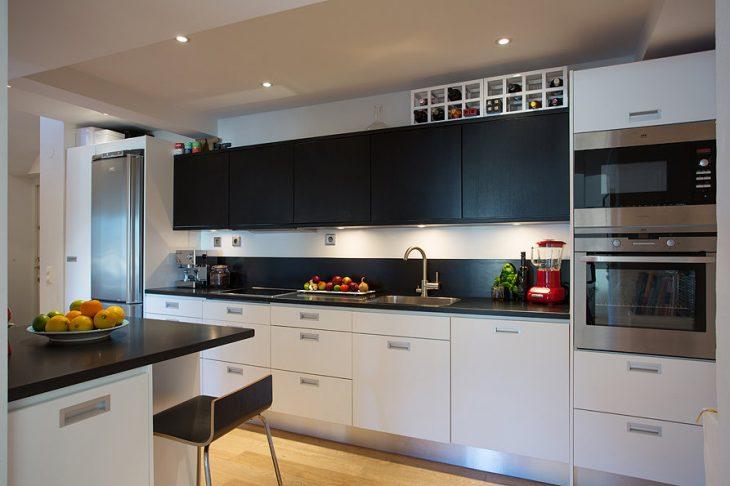 современный интерьер маленькой кухни