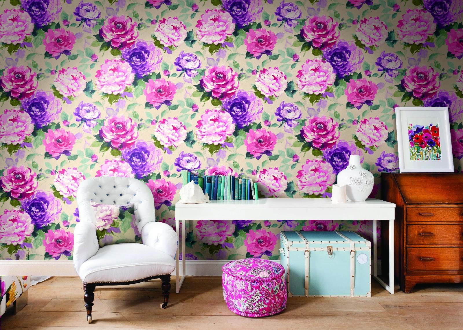 Обои с рисунком цветов в интерьере фото
