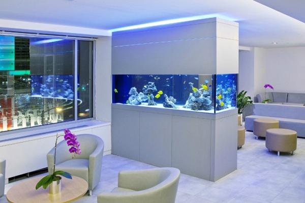 угловой аквариум в интерьере