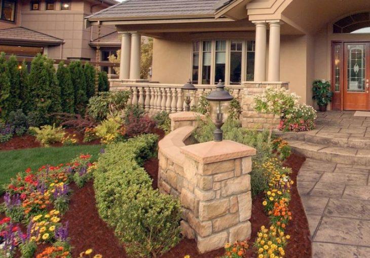 оформление цветами палисадника перед домом фото