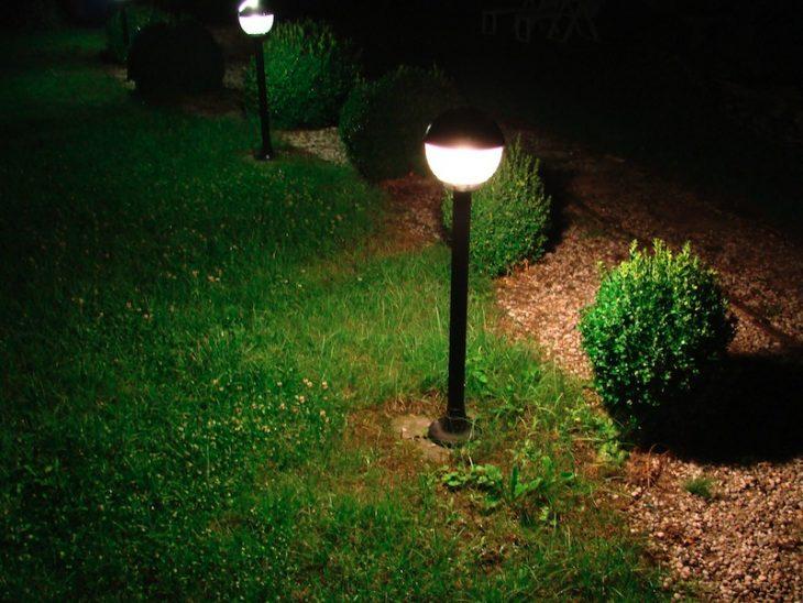Освещение дачного участка. 50 фото вариантов