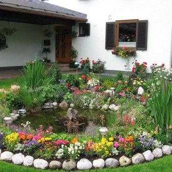 красиво оформленный цветник на даче
