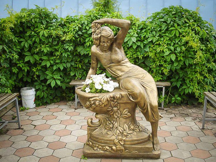 скульптура для сада из бетона