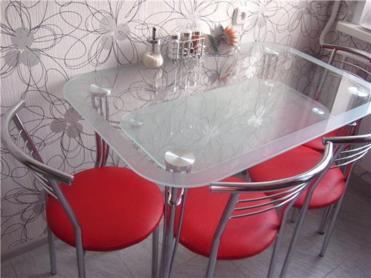 деревянные столы и стулья для кухни