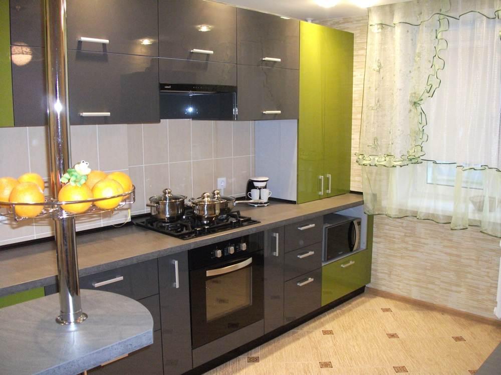 Угловая кухня 12 кв м дизайн с холодильником 3