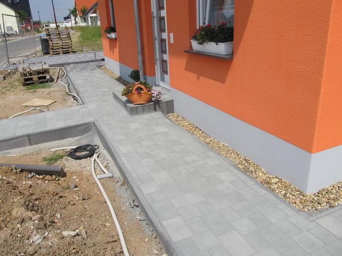 тротуарная плитка во дворе частного дома фото