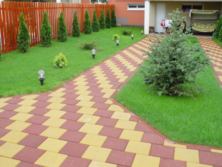 фото тротуарной плитки во дворе дома