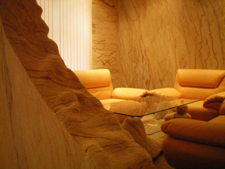 Красивый интерьер коттеджа - отделка гибким камнем