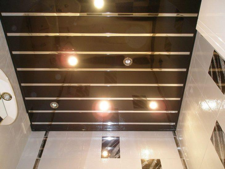 потолок в ванной комнате фото