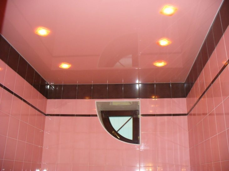 какой потолок сделать в ванной комнате