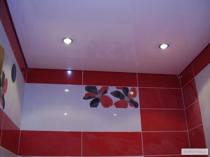 монтаж потолков в ванной комнате