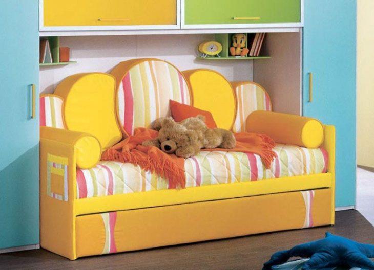 интерьер детской комнаты с диваном