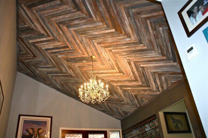 дизайн натяжных потолков в гостиной