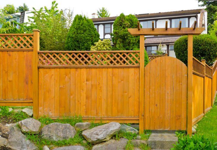 забор садовый деревянный
