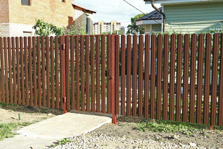забор из садовой сетки