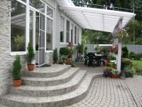 Терраса пристроенная к дому: практично удобно и красиво — 100 идей оформления на фото