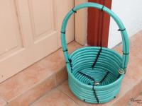 Как сделать корзину, используя садовый шланг — инструкция с фото и видео