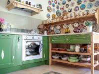 Красивая и стильная полка для кухни в стиле кантри — как сделать своими руками?
