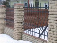 Блочные ограды на садовом участке