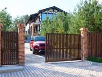 Въездные ворота в частный дом. Установка въездных ворот с фото