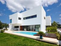 Белый фасад дома – примеры готовых фасадов в современном стиле