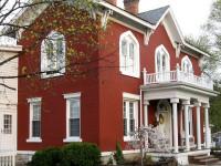 Фасад красного цвета – колоритное решение для частного дома
