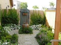 Как оформить задний двор частного дома