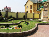 Сад у частного дома