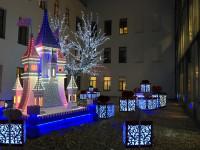 Новогодний декор: украшаем фасад дома к наступлению праздника