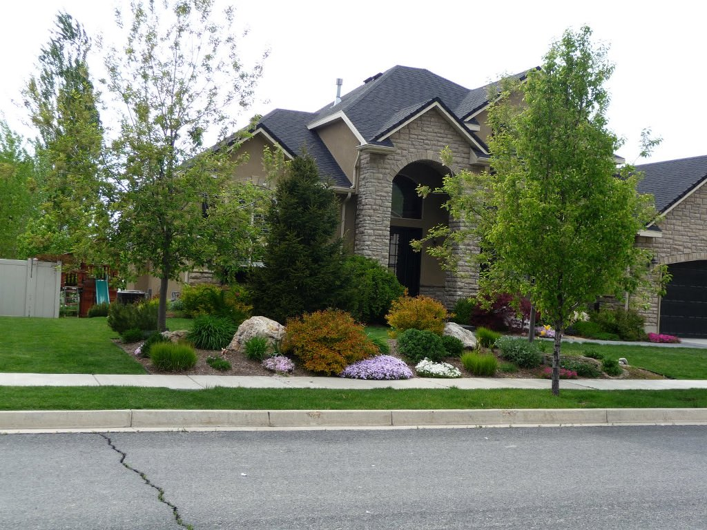 landscaping-ideas-for-front-of-house-area