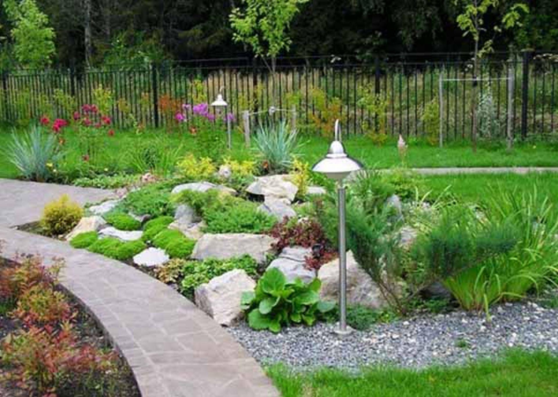 beautiful-front-house-landscape-design-ideas-8