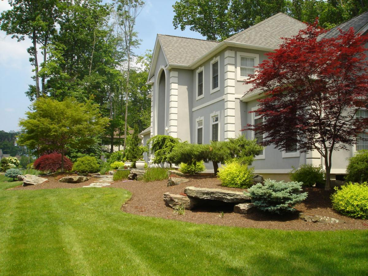 front-yard-landscaping-with-green-grass-design-ideas-with-simply-house-design-ideas-with-forest-house-design-ideas