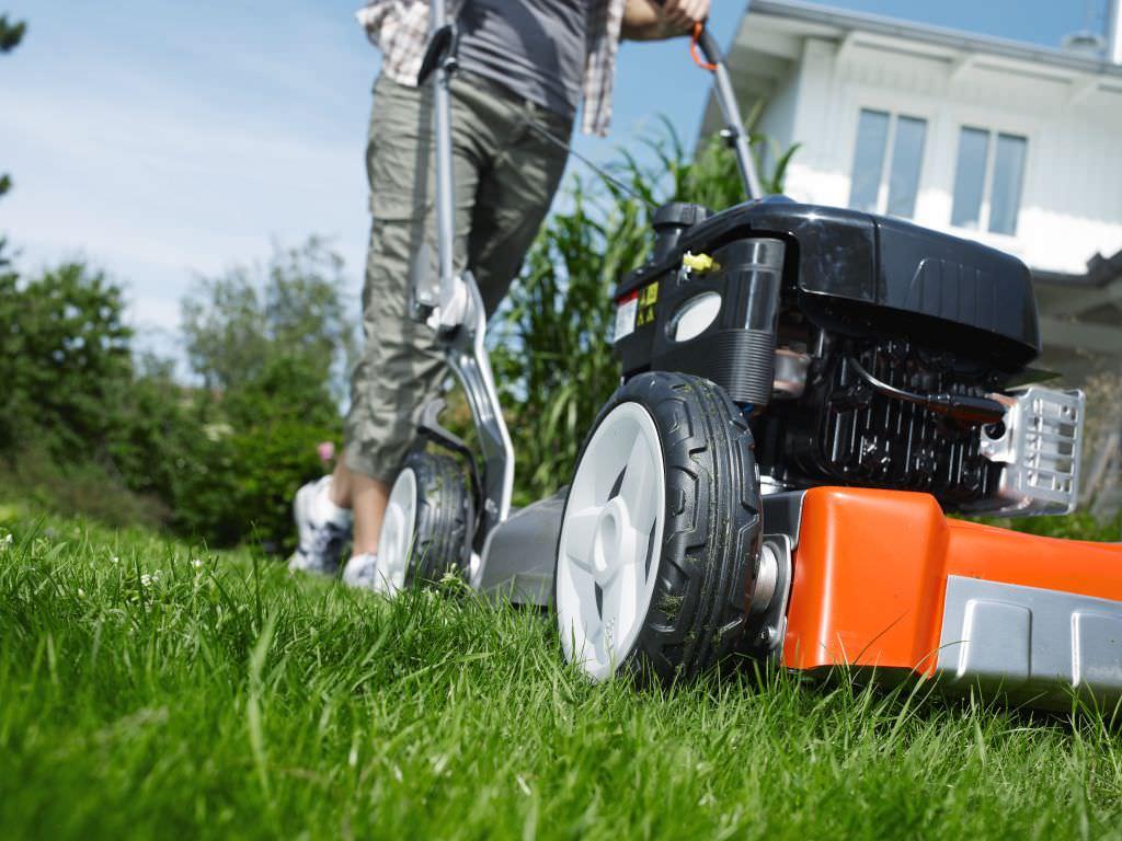 выбрать хорошую газонокосилку