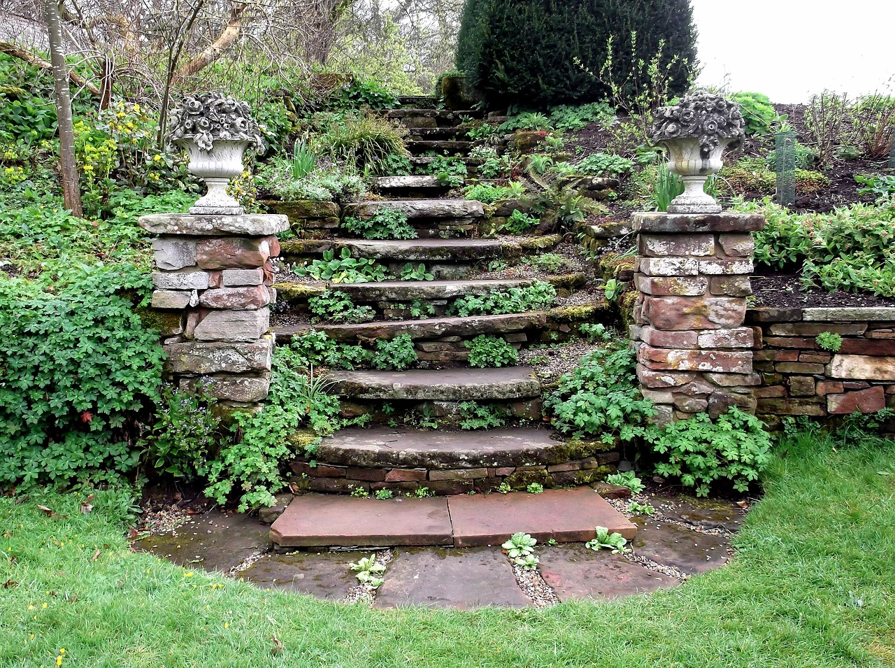 оформление лестницы в саду