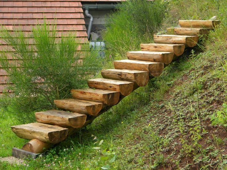 лестница на склоне участка